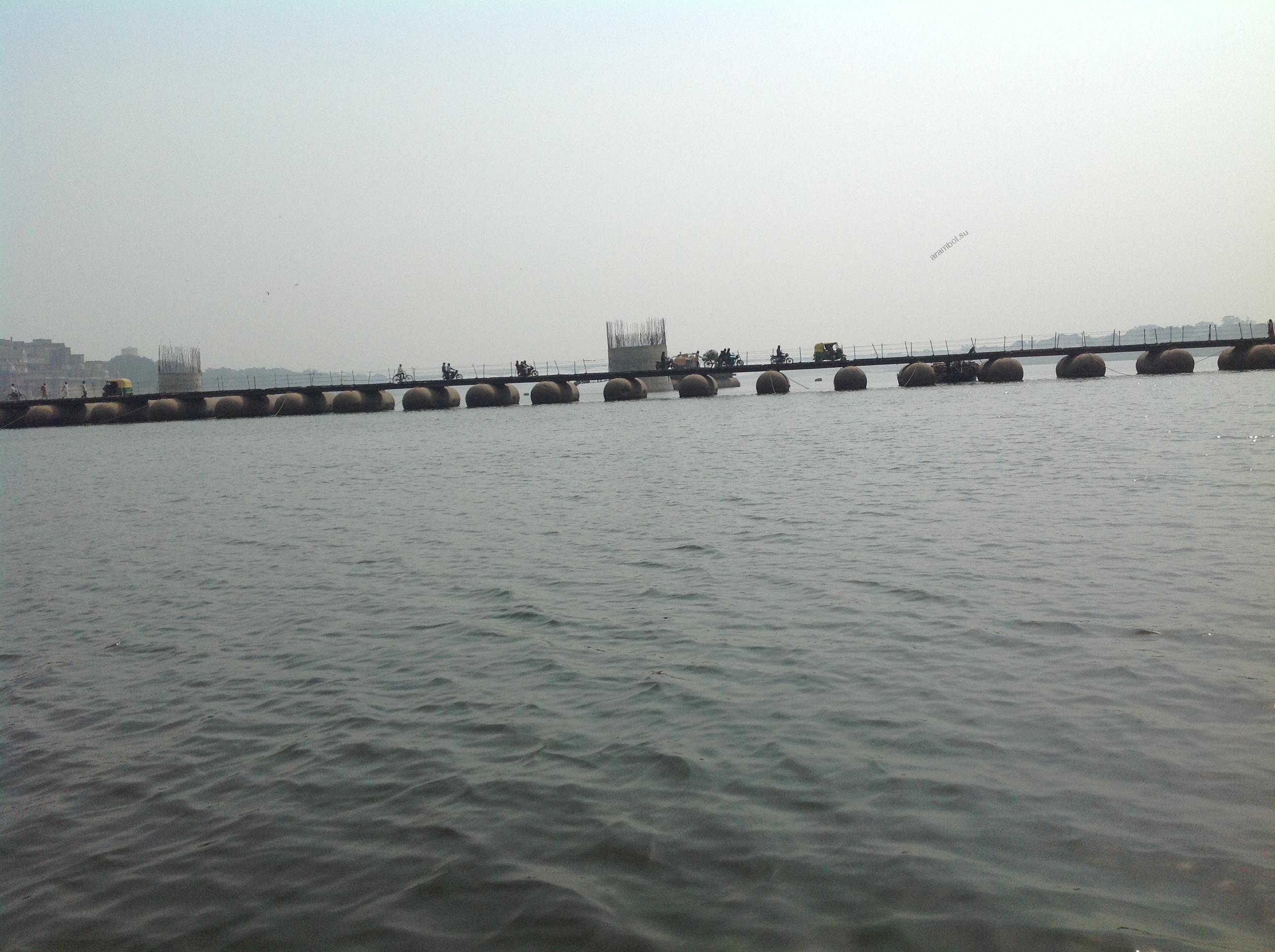 Варанаси, Ганг, понтонный мост