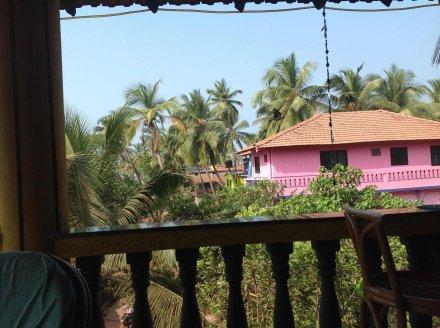 Вид на виллу с соседнего здания